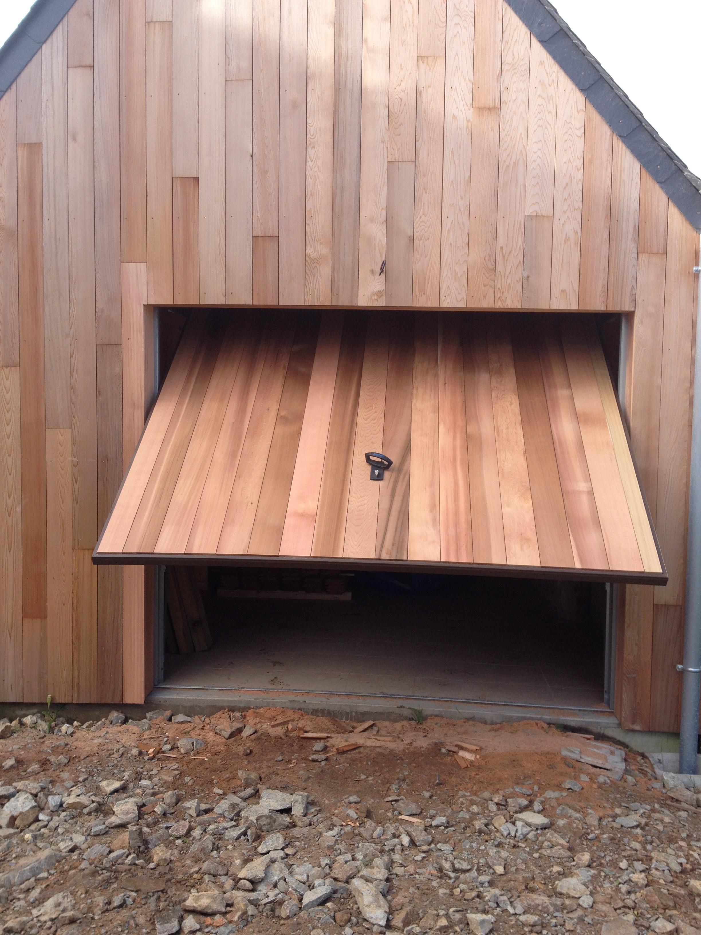 Bardage bois le bardage est un habillage ext rieur for Porte bois exterieur garage